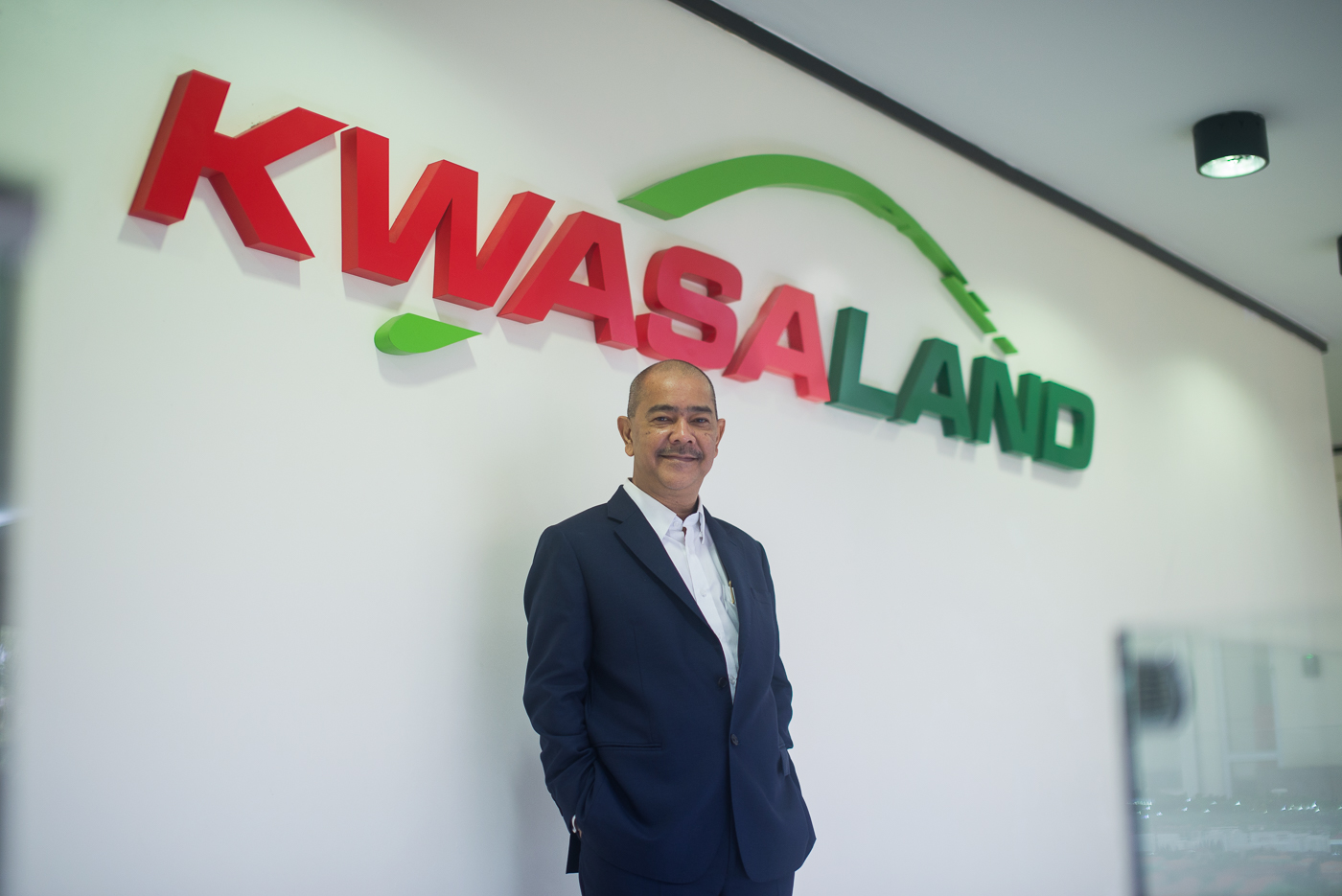 Managing Director's Photo 1